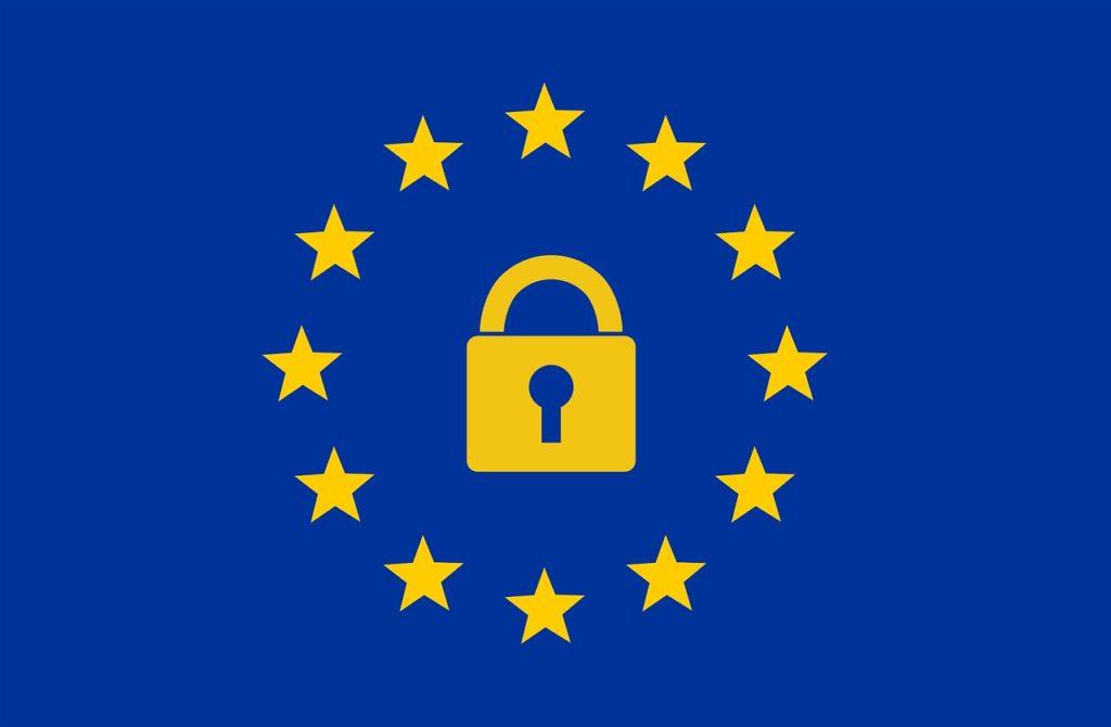 Die Fahne der EU, im Kreis der Sterne ein goldenes Schloss